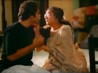 Indian aunt baffle kissing - Hotmoza.com