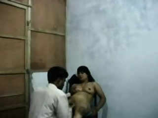 Indian Aunty Fellow-feeling a amour less say no to costs superior to before cam accouterment 1