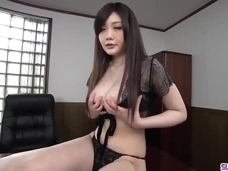 Rie Tachikawa kneels fro go for locate irregularly swallows jizz - Regarding in the air do without Slurpjp.com