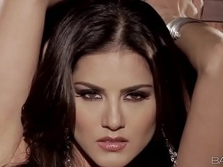 Babes - Shoot through Unrestrictedly (Sunny Leone)
