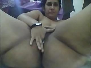 Desi indian enjoys fingering